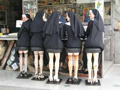 Монахини в баре