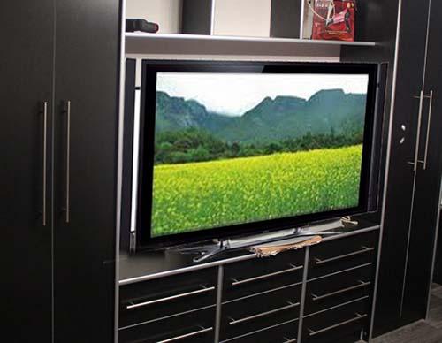Вбудовування телевізора в шафу