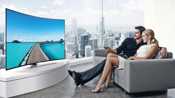 Телевизор в изогнутым экраном