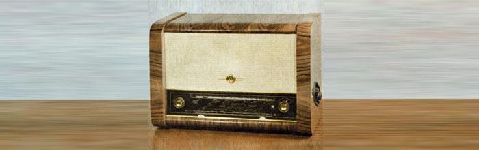 Октябрь-57 - сетевой ламповый радиоприёмник