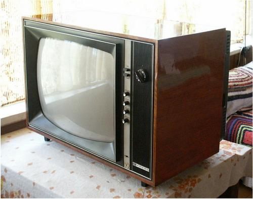 Кольоровий телевізор Рубін-401 - вид збоку