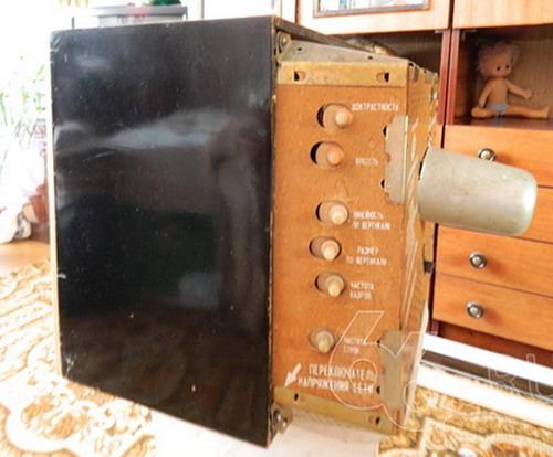 Телевізор Рассвет - бічна панель