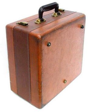 Спалис, Ельфа-10 - у валізці