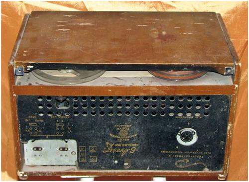 Мережевий катушечный магнітофон Дніпро-9 - задня панель