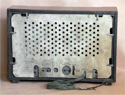 Батарейний радіоприймач Партизан - задня кришка